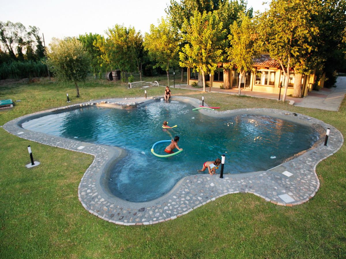 Benza realizzazione di piscine prefabbricate bio for Piscine biodesign