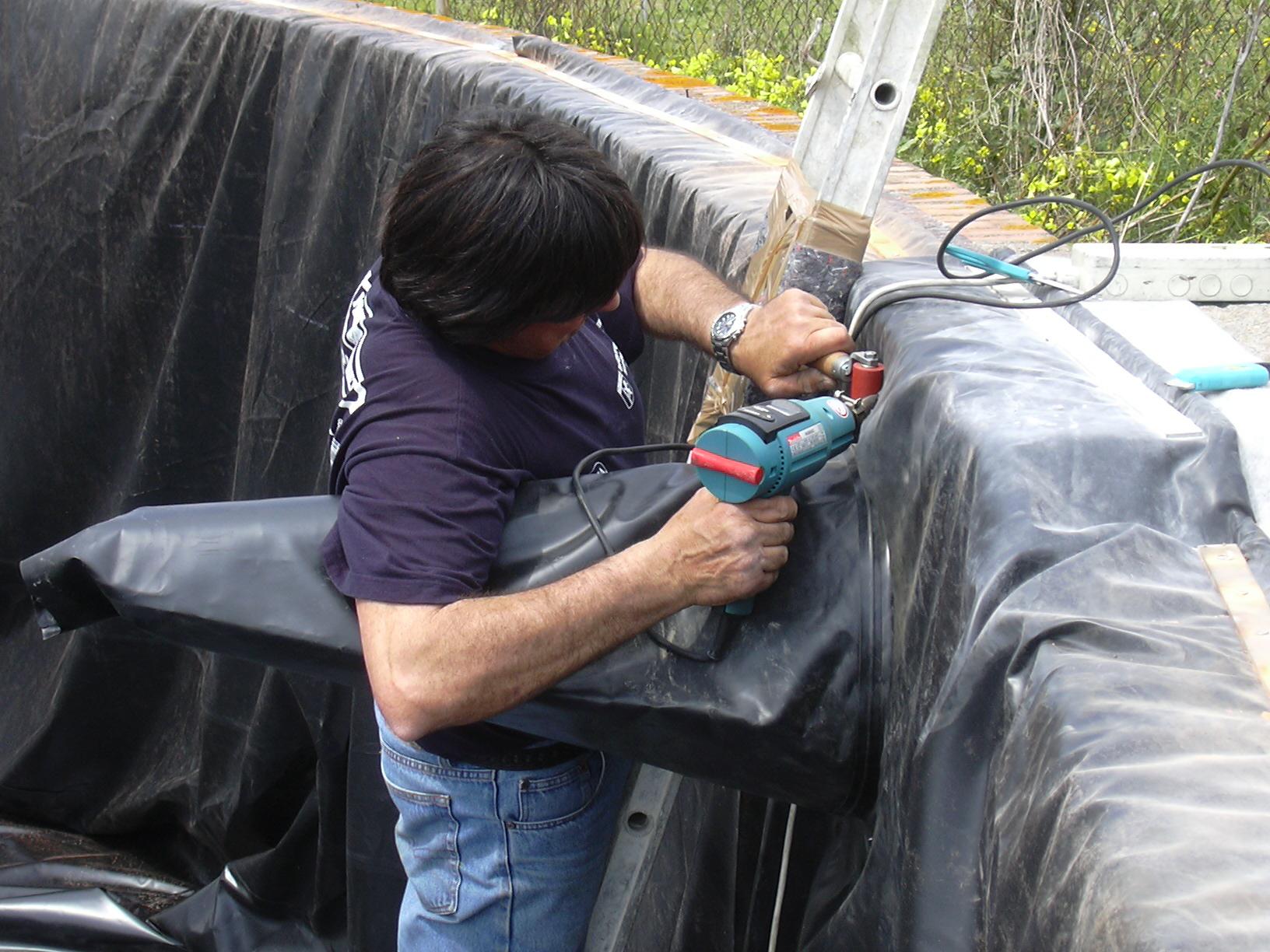 Benza riparazioni di vasche in cemento for Teli per laghetti