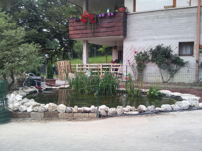 Benza laghetti da giardino cascate e ruscelli artificiali for Vasca laghetto