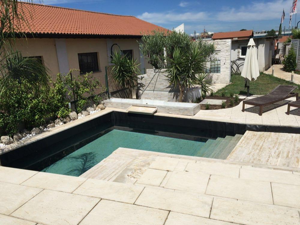 Benza laghetti da giardino cascate e ruscelli artificiali for Vasche pesci da giardino