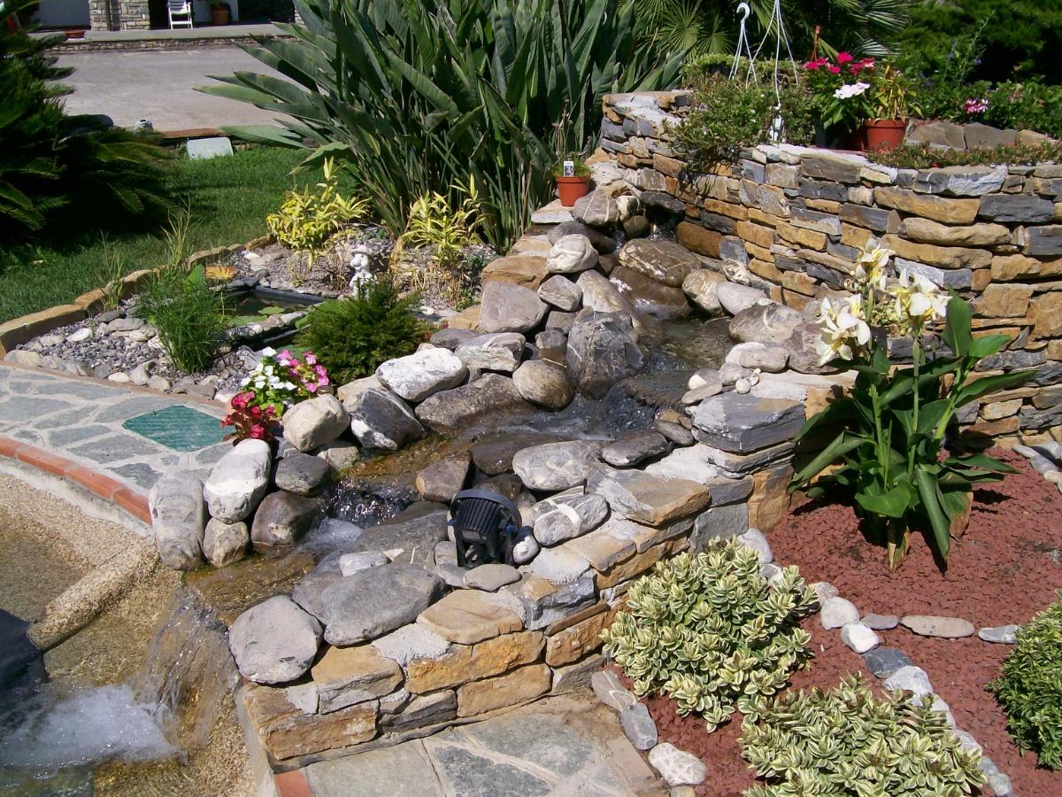 Benza laghetti da giardino cascate e ruscelli artificiali for Pompe per laghetti artificiali